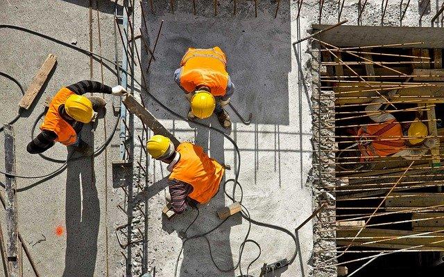 tři dělníci