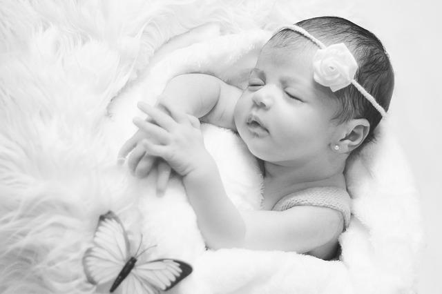 novorozený děťátko.jpg