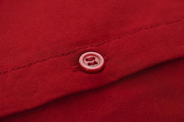 červený knoflík
